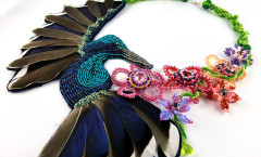 Hummingbird-collier-kette-Bead_Embroidery-BeadEmbroidery-Pearlfactory-3