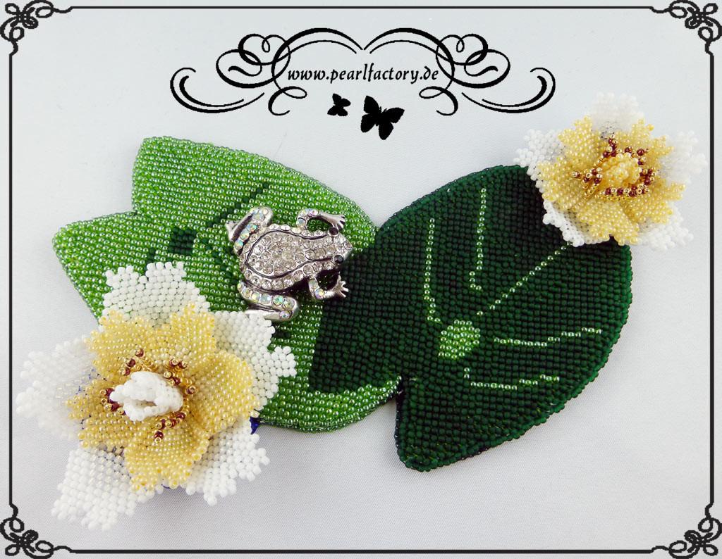 seerose-1-bead_embroidery-beadembroidery-wandbild-bild-wandbehang-stillleben-wandtattoo-pearlfactory