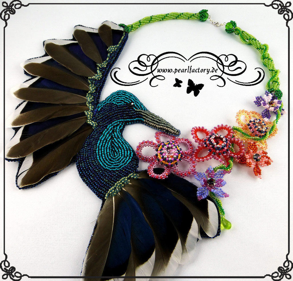 Hummingbird-collier-kette-Bead_Embroidery-BeadEmbroidery-Pearlfactory-2a