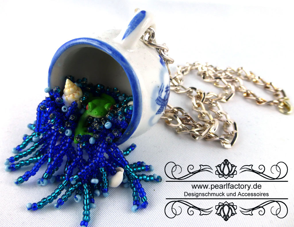 frog-1-Bead_Embroidery-BeadEmbroidery-Pearlfactory-Halskette