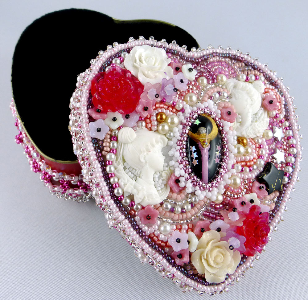 wohnaccessoire-schmuckdose-schmuckschatulle-schmuckkästchen-sailor-moon-bead-embroidery-1
