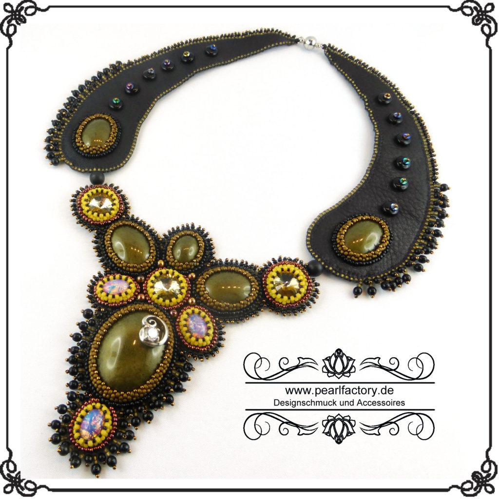 collier-halskette-lederkette-bead-embroidery-beadembroidery-victoria-1