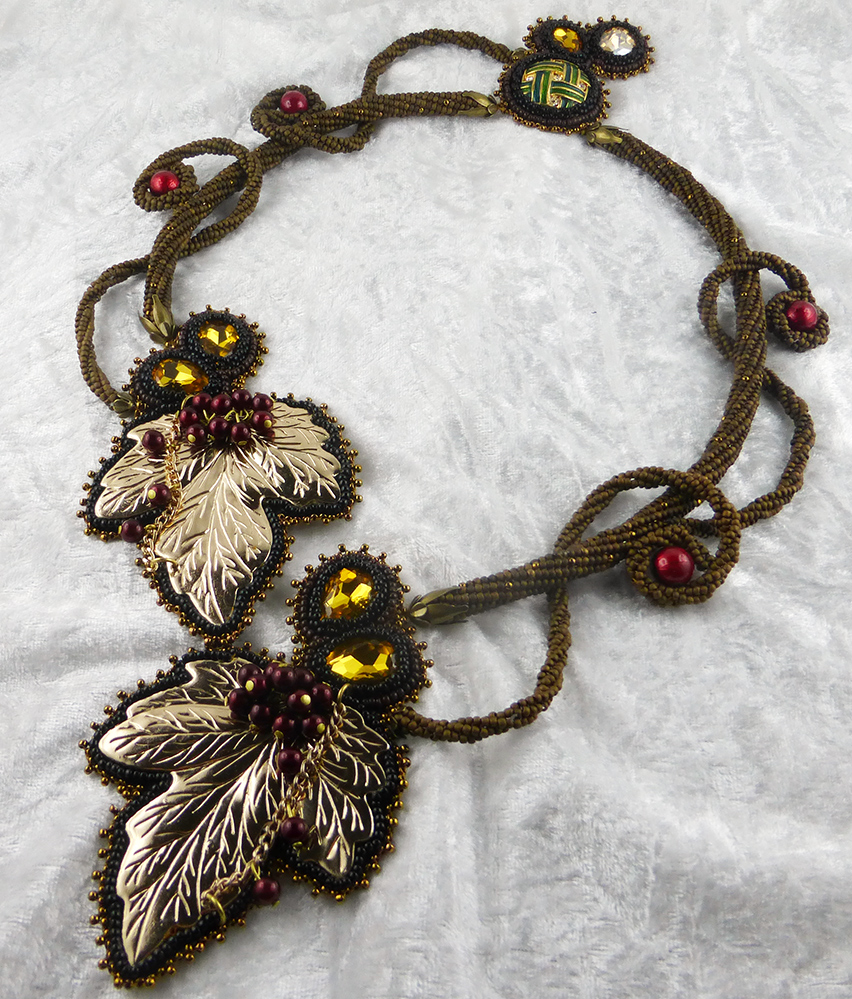 collier-halskette-bead-embroidery-autumn-2