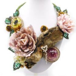 rosen bead embroidery statement halskette
